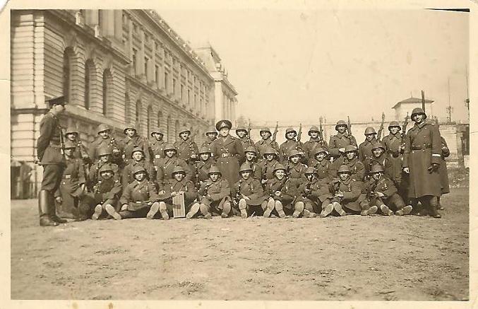 poza-tataci-18-martie-1941-cu-plutonul-de-instructie
